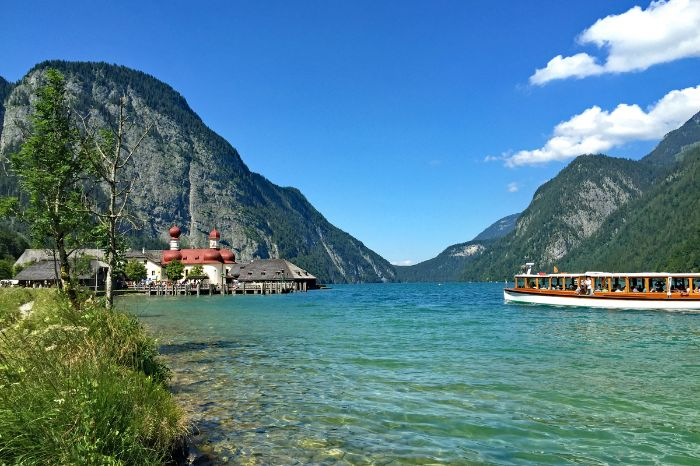Comfortable boat trip at the Koenigssee