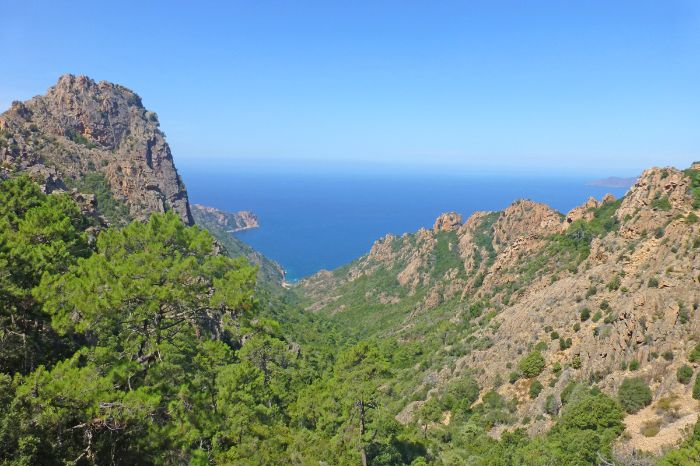Stunning mountain experiences amidst the majestic peaks of Corsica