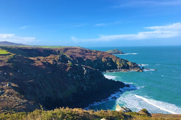 Hiking panorama of Cornwall's cliffs