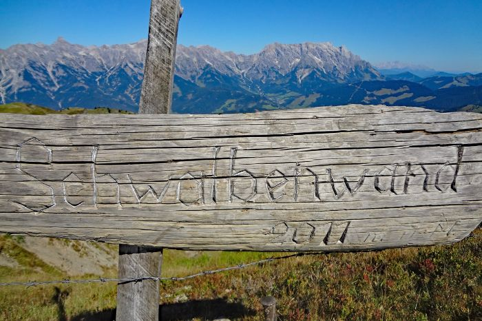 Signpost in direction mountain Schwalbenwand