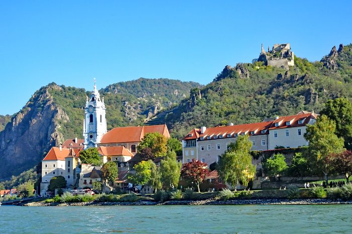 Setting of Dürnstein on the world heritage trail Wachau