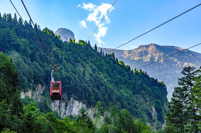 Cable car ride in the Swiss mountainside