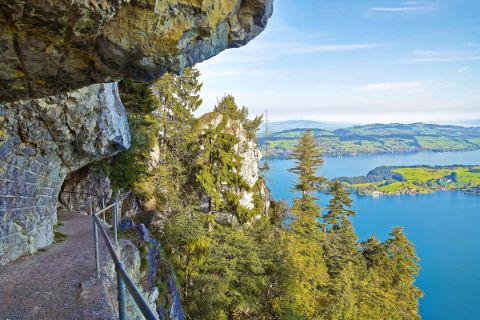 Hiking path with view to Lake Lucerne