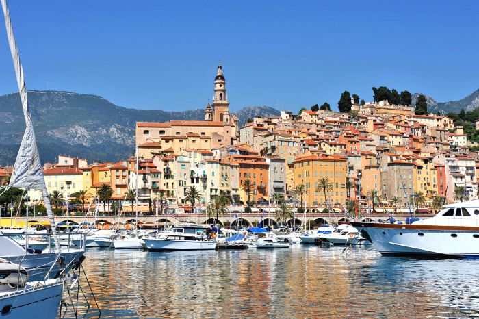 Mountain hiking to the splendid port of Menton