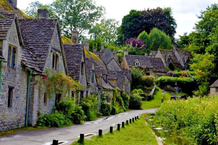 Traditional houses along the hiking trail in the Cotswolds