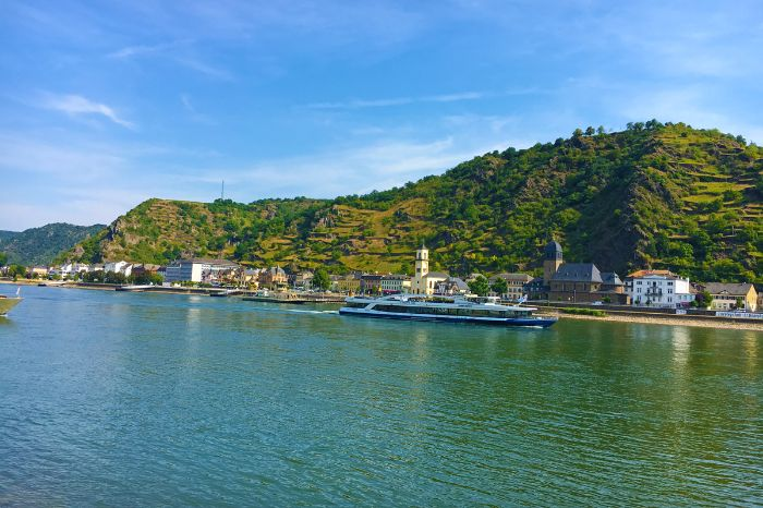 Hiking tour on the rhine