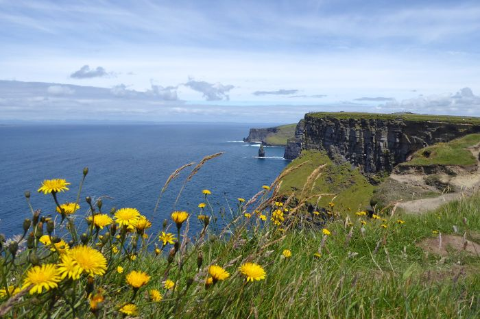 Hiking with panoramic views of the Cliffs of Moher