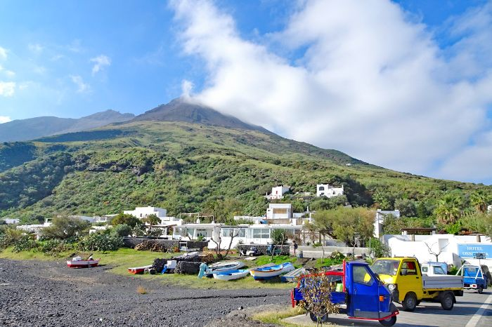 Relaxed arrival at the idyllic port of island Stromboli