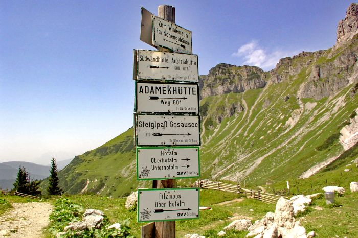 Hiking signs at the Dachstein high altitude track