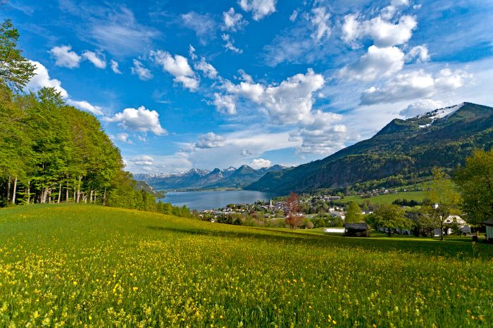 Stunning hiking panorama at lake Wolfgangsee