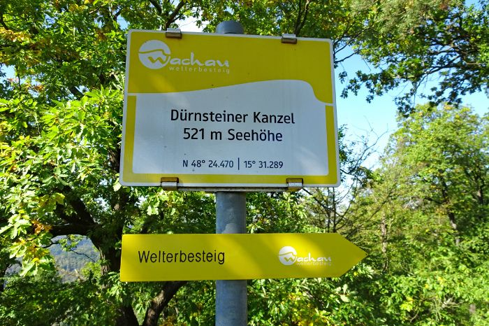 Hiking sign to Dürnsteiner Kanzel at the world heritage trail