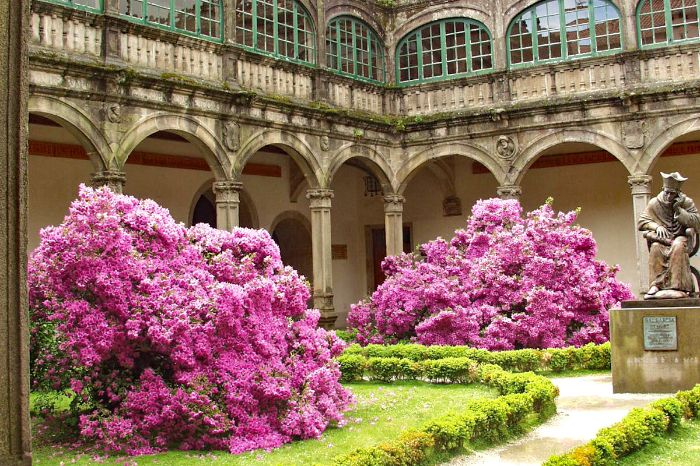 Impressive courtyard with flowers along the hiking tour