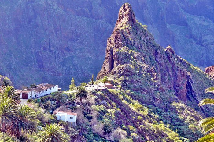 Walking tour with summit view on the Canary Islands